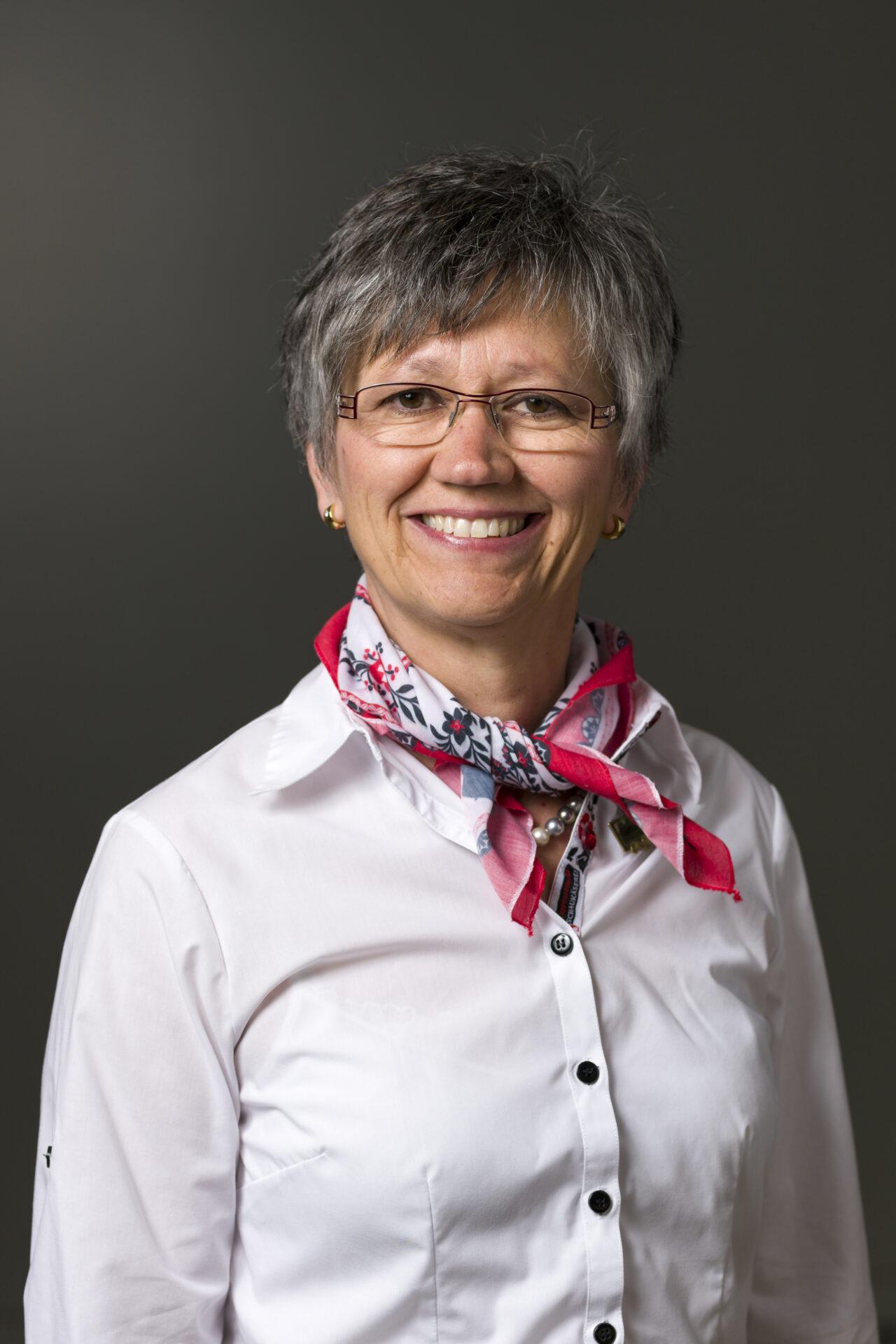Trudy Krkoska, Gastgeberin